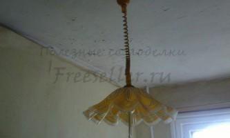Вирівнювання стелі з підручних матеріалів в дерев`яному будинку