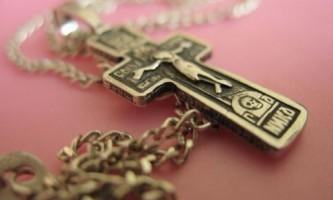 Навіщо носити натільний хрестик?