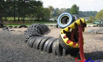 Змія зі старих шин
